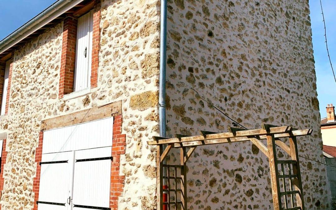 Ravalement de façades avec pierres apparentes