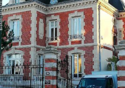 Ravalement d'une maison avec briques apparentes